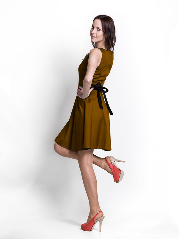 brown_dress